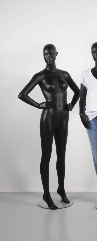 dame mannequin til tøjbutik. flot sort mat
