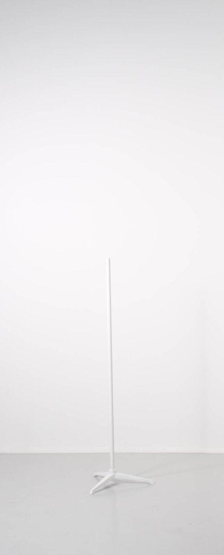 Flot hvidt og stilrent stativ til torso