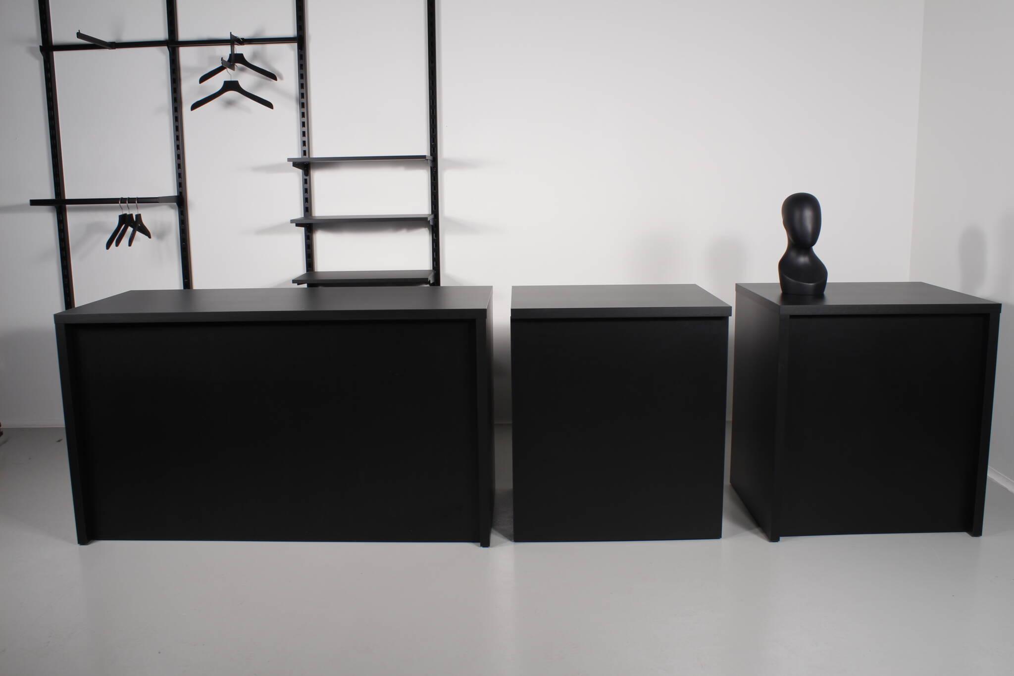 Store diske sammensættes af moduler. Leveres i hvid og sort overflade.