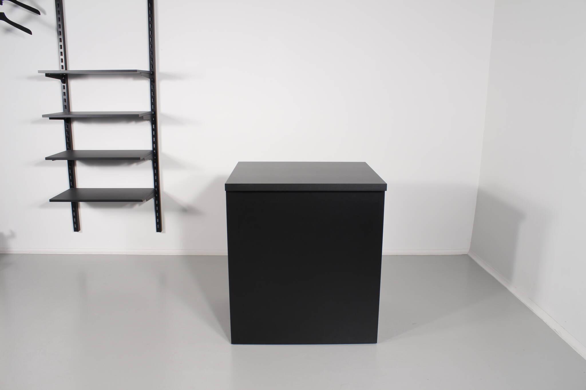 Kassedisk i sort til sammenbygning med 1 -2 eller 3 sektioners butiksdiske
