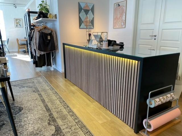 Lækker butiksdisk fra European Mannequins & Retail Design