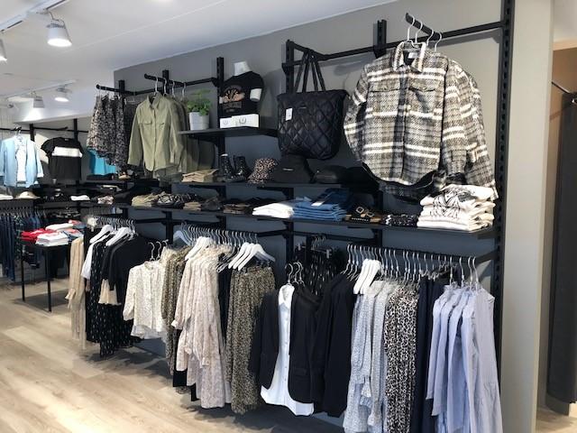 Butiksindretning i Young Avenue i Silkeborg fra European Mannequins & Retail Design