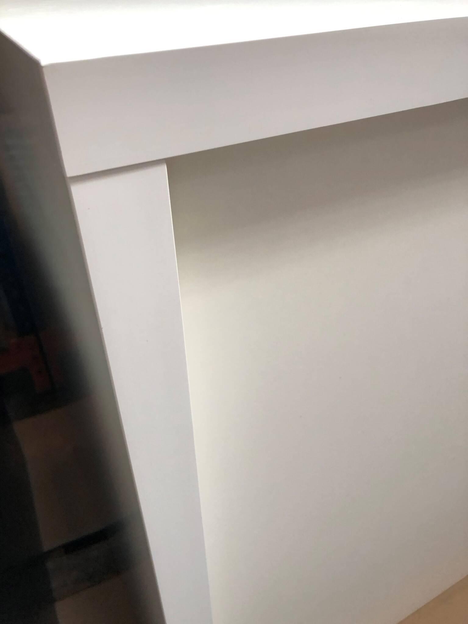 Hvid butiksdisk - detalje