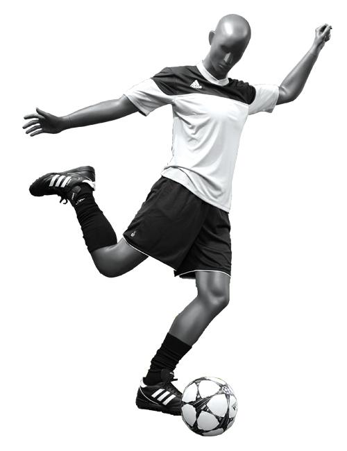 Fodbold spiller sparker til bolden. Sports mannquin