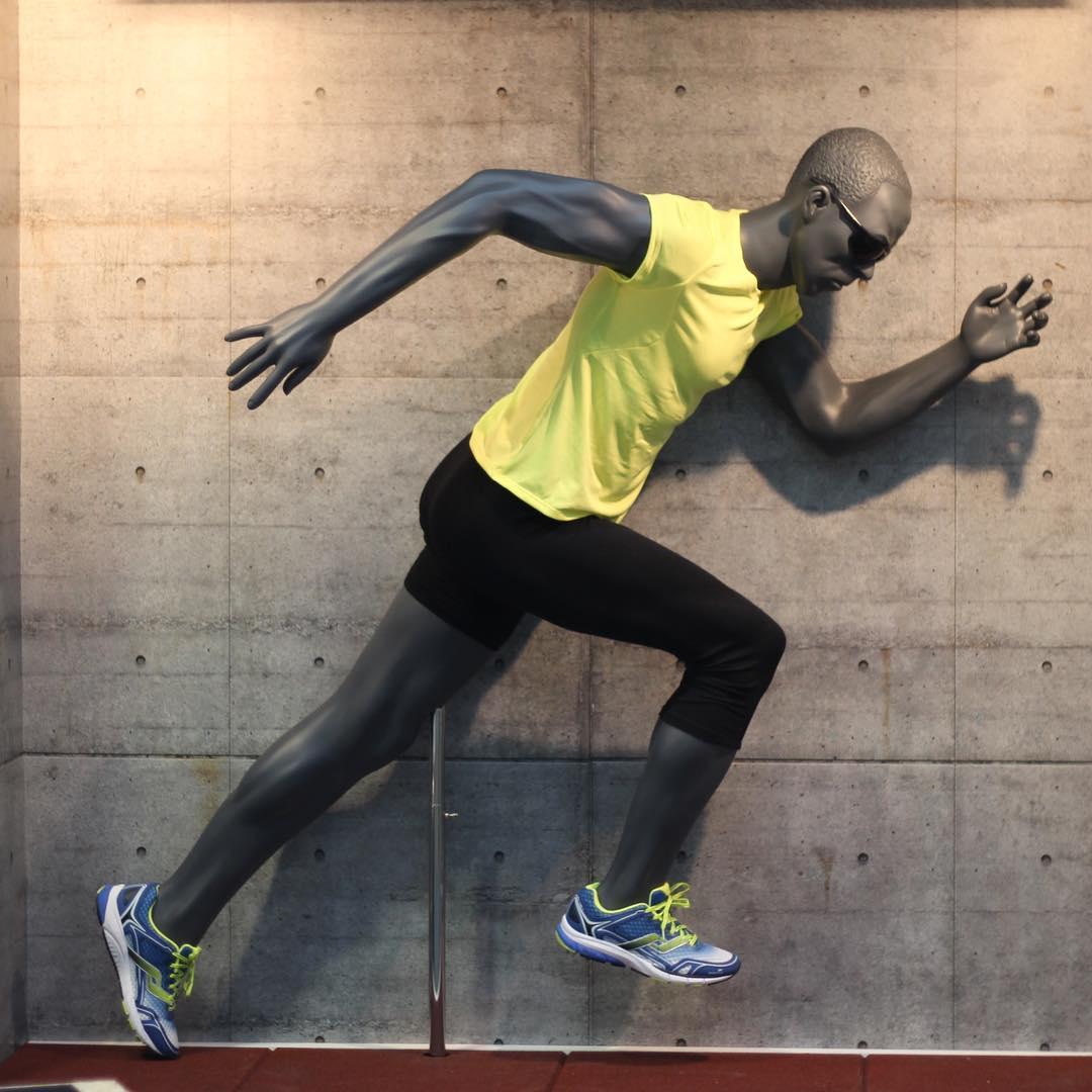 Sprinter position. Sportsmannequin herre model