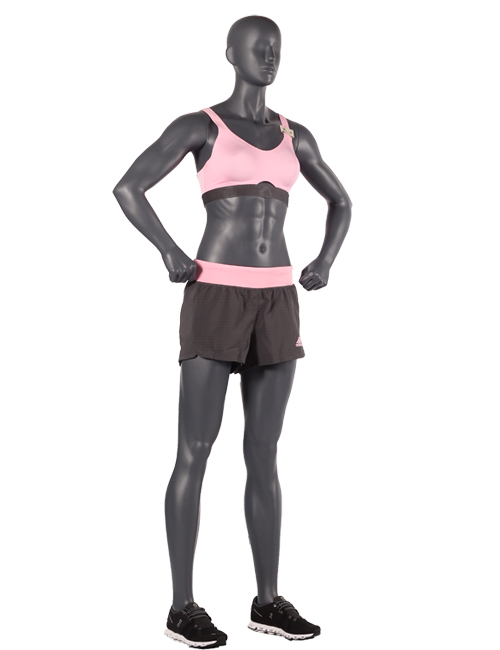 Sporty damemannequin. Sportsmannequin med arme i siden.
