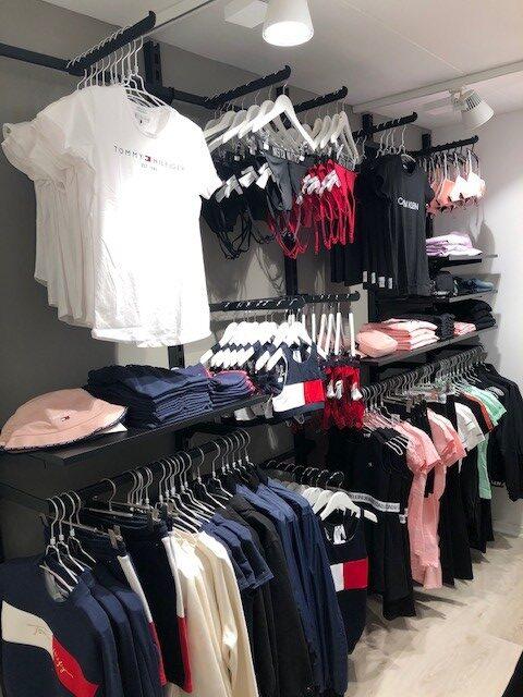 Sort butiksinventar